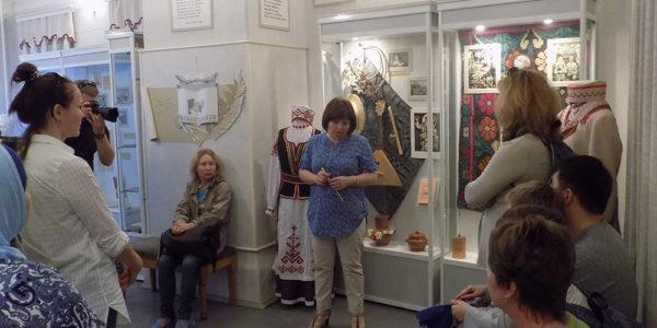 Туристы в Музее Я. Купалы
